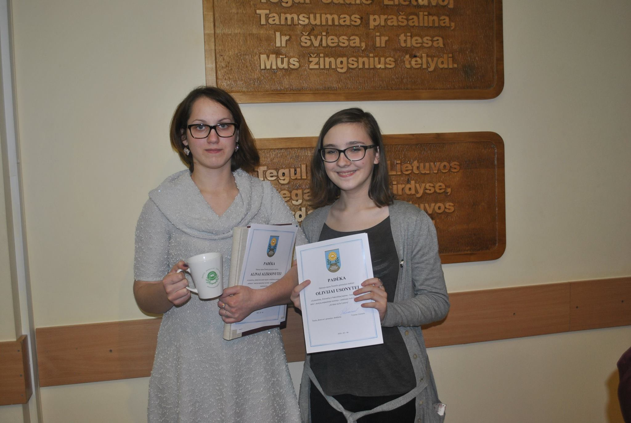 Kraštotyrininkės Alina Aleksonytė ir Olivija Usonytė